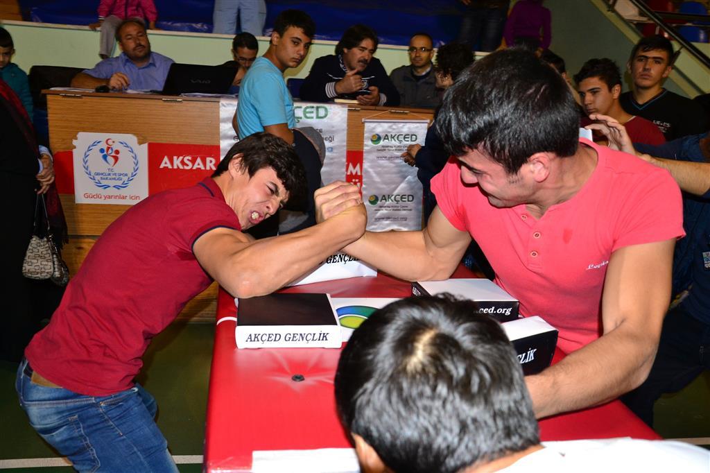 """Aksaray AKÇED, """"Genç Erkekler Bilek Güreşi İl Yarışması"""" Düzenledi"""