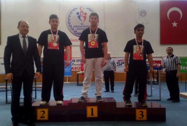 Kütahya Zinde Gençlik, İlk Milli Sporcusunu Bilek Güreşinden Çıkardı