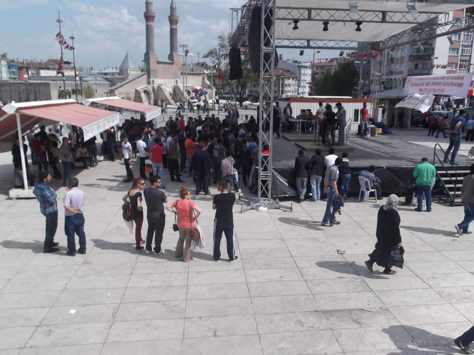 """Sivas Gençlik, """"3. Geleneksel Bilek Güreşi Şampiyonası"""" Düzenledi"""