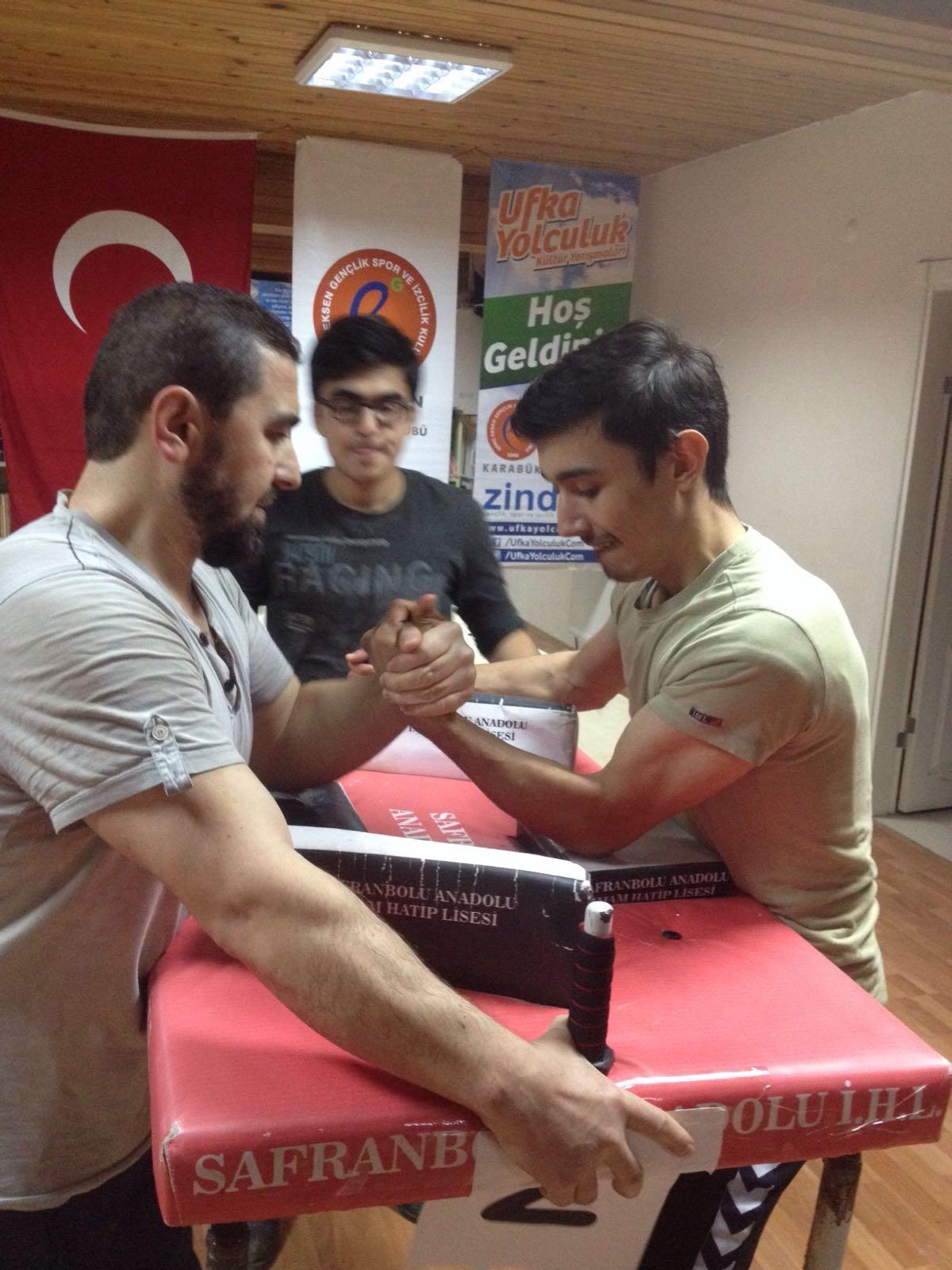 Karabük Genç Eksen Bilek Güreşi Takımı, Türkiye Yarışmasına Hazırlanıyor