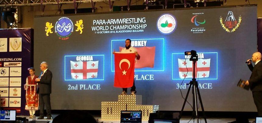 Kocaeli Lider Gençlik Sporcusu Kenan Eroğlu, Dünya Birincisi Oldu