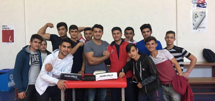Akdeniz Dinamik Gençlik, Bilek Güreşi Dünya Birincisi ile İdman Yaptı