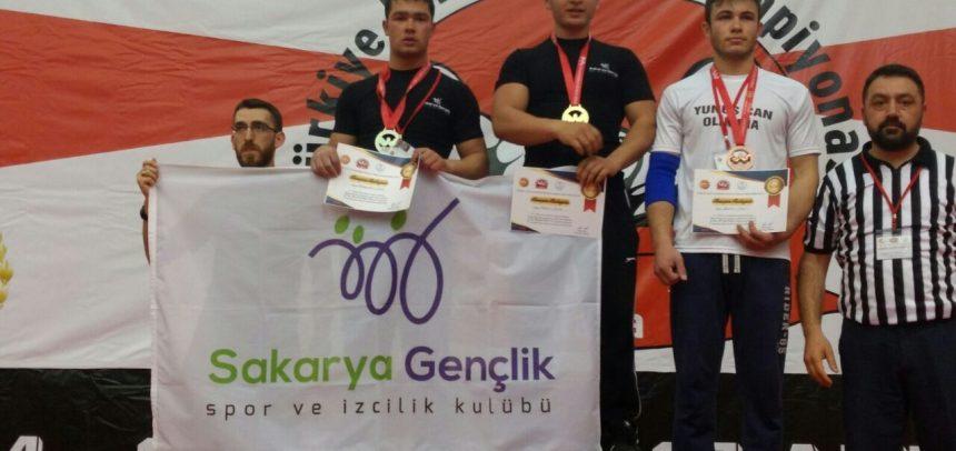 Sakarya Gençlik, Türkiye Bilek Güreşi Yarışmasını Başarıyla Tamamladı