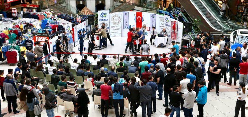 """GÜÇLÜDER'in Düzenlediği """"Ata Sporu Bilek Güreşi Halk Turnuvası'nda"""" Madalyalar Sahiplerini Buldu"""