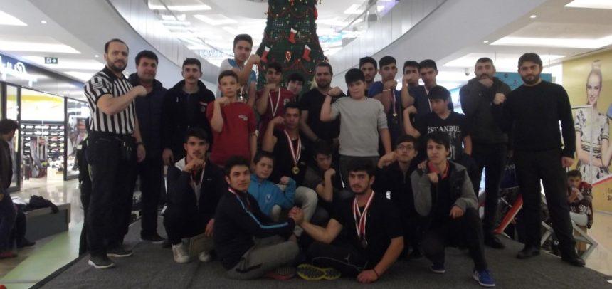 Sivas Gençlik, Liseler Arası Bilek Güreşi Yarışması Düzenledi