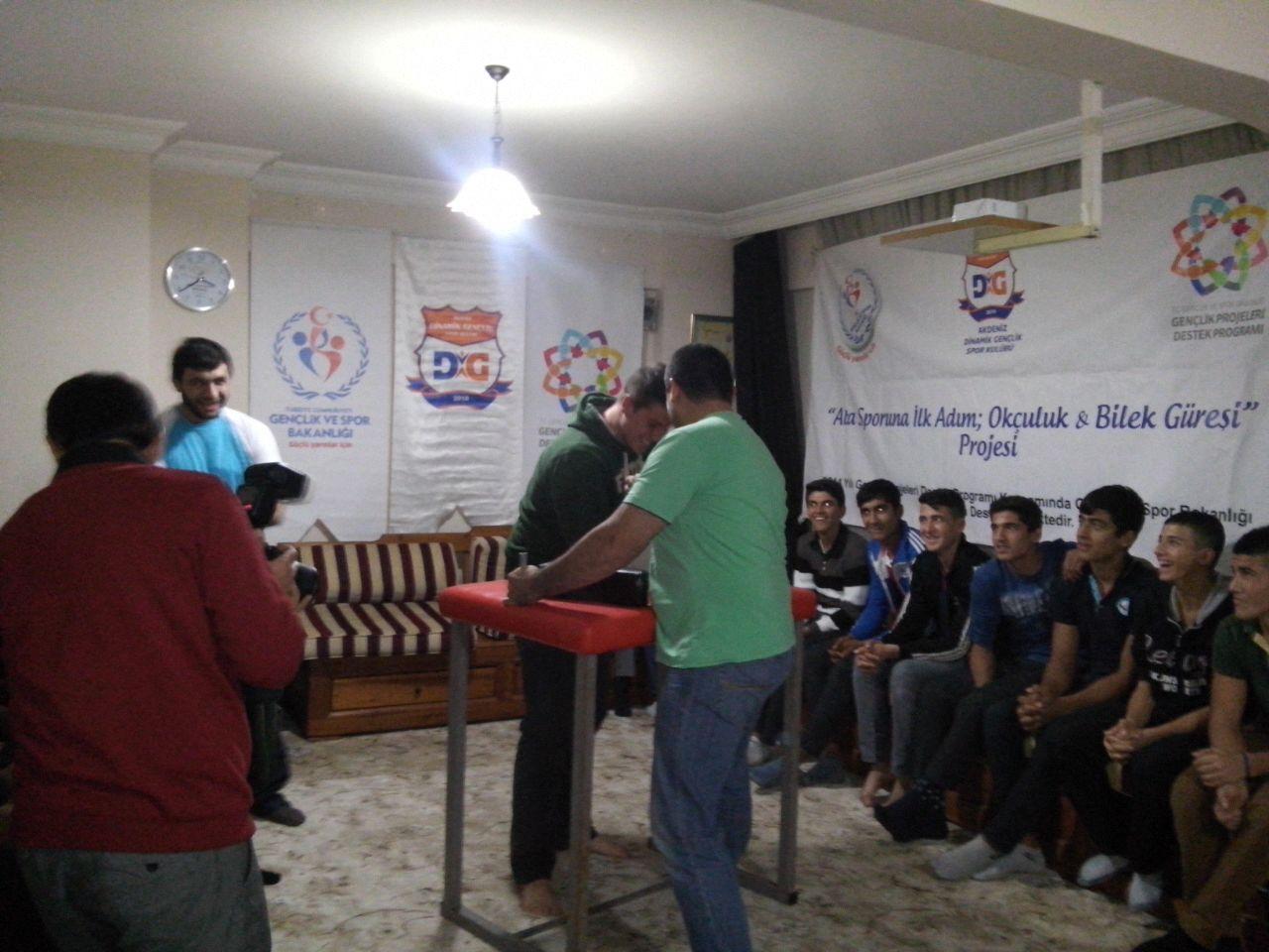 Antalya Dinamik Gençler'e, Bilek Güreşi Dünya Şampiyonundan Taktik İdman Yapıldı