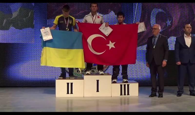 Kütahya Zinde Gençlik Sporcusu, Avrupa Bilek Güreşi Şampiyonu Oldu
