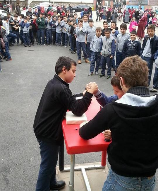 Bursa İrfan Gençlik, Hatice Salih İmam Hatip Ortaokulu'nda  Bilek Güreşini Tanıttı