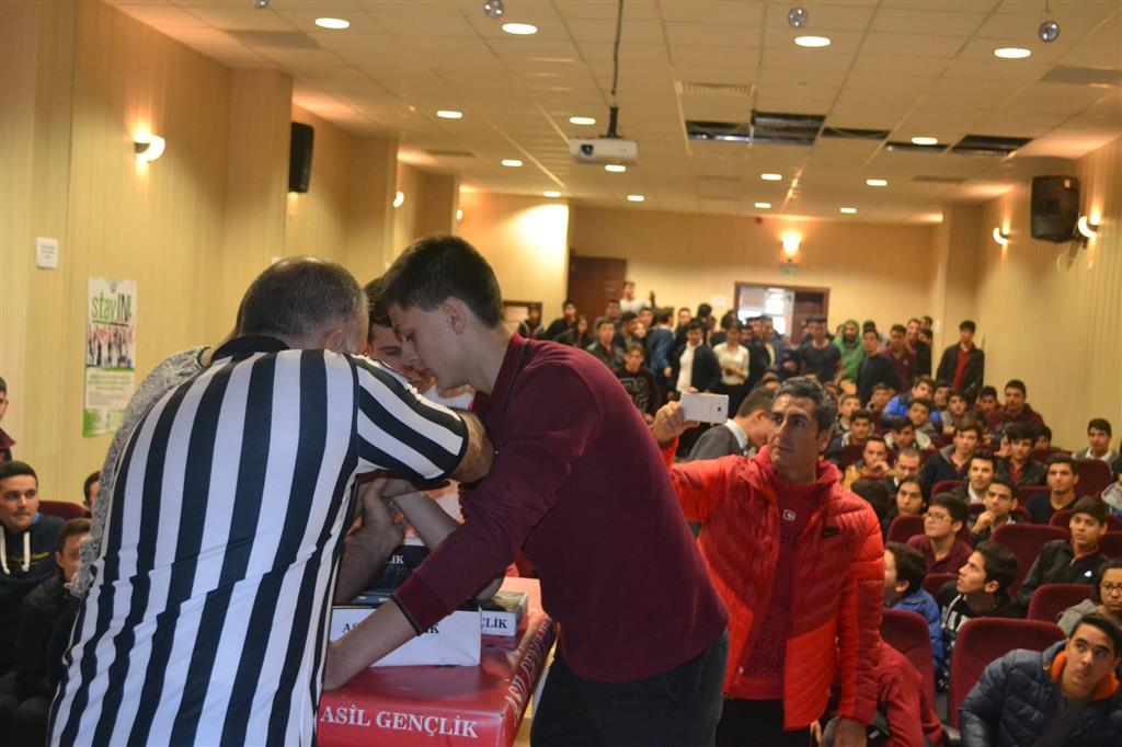 İzmir Asil Gençlik, Bilek Güreşi Lise Yarışmalarıyla Tanıtımlarına Devam Ediyor