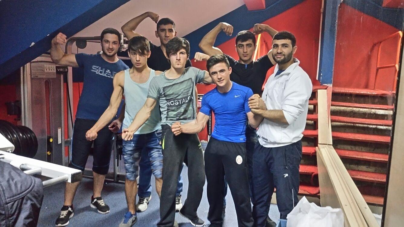 Akdeniz Dinamik Gençlik, Bilek Güreşi Antrenmanlarına Hız Verdi