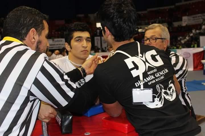 Antalya Dinamik Gençlik, Türkiye Bilek Güreşi Yarışmasına Hazırlık Müsabakaları Düzenliyor