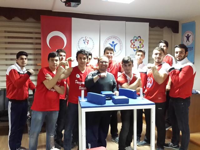 Samsun Yıldız Gençlik Sporcuları, Türkiye Bilek Güreşi Yarışmasına Gidiyor