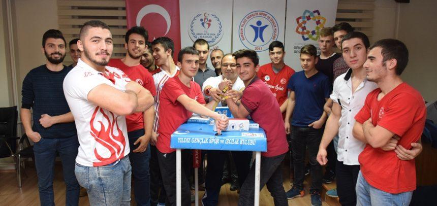 Samsun Yıldız Gençlik, Türkiye Bilek Güreşi Yarışması'na Gidiyor