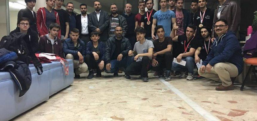 Konya Erdemli Gençlik, Türkiye Bilek Güreşi Yarışmasında Dereceye Giren Sporcularını Ödüllendirdi