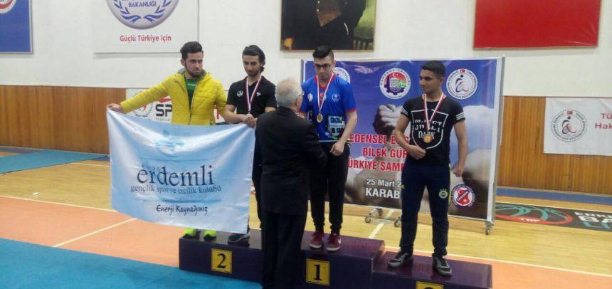 Konya Erdemli Gençlik, Türkiye Engelli Bilek Güreşi Yarışmasında 2 Gümüş 1 Bronz Kazandı