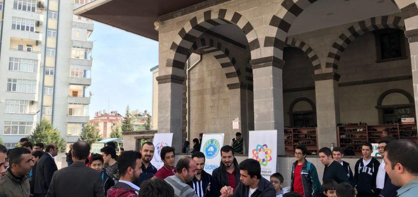 Kahramanmaraş Lider Gençlik, Camide Bilek Güreşini Tanıttı