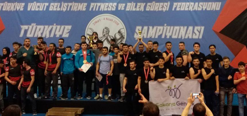 Sakarya Gençlik Spor ve İzcilik Kulübü , Türkiye Bilek Güreşi Yarışması'na Damga Vurdu