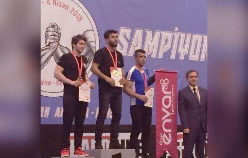 Erzurum Kotku Gençlik Sporcusu, Türkiye Bilek Güreşi Birincisi Oldu
